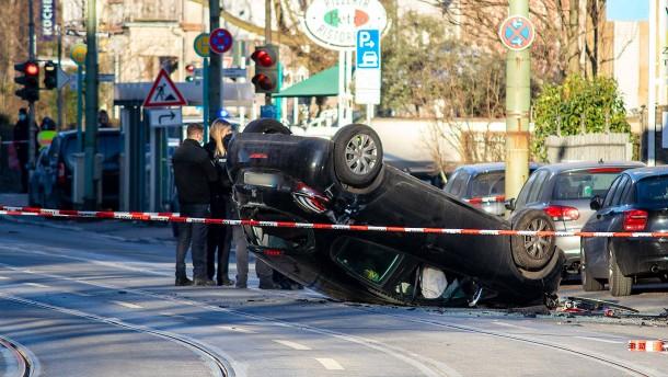 Raser-Unfall erschüttert Frankfurt