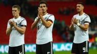 Die Nationalspieler Ginter, Hummels und Wagner (v.l.) nach einem Spiel im Wembley-Stadion in London.