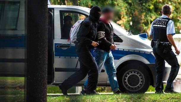 Zwei mutmaßliche Rechtsterroristen in U-Haft