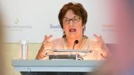 Fingerzeig: Bundeswirtschaftsministerin Brigitte Zypries (SPD) war gestern zu Gast im Frankfurter Hotel Interconti. Bei den dortigen Wirtschaftsgesprächen gab sie sich pragmatisch, aber trotz ihrer relativ kurzen Amtszeit auch tatkräftig.