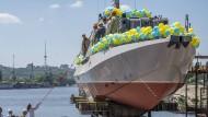 Stapellauf eines ukrainischen Kanonenbootes auf der  Kiewer Rybalski-Werft, zu deren Eigentümern Poroschenko und einige seiner Freunde gehören.