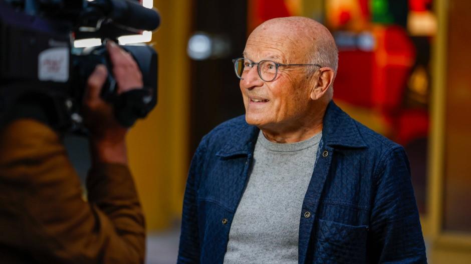 Volker Schlöndorff (82) erhält den Ehrenpreis des Ministerpräsidenten beim Hessischen Filmpreis (Archivbild).