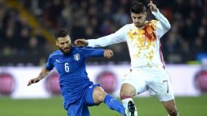 Italien und Spanien spielen 1:1