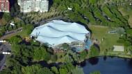 Wellen im Grünen: Das Rebstockbad ist auch architektonisch eine Attraktion.