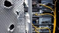 Demolierte Server waren nicht der Grund für den Ausfall. Sie waren Blickfang für ein Sicherheits-Unternehmen auf der Cebit.