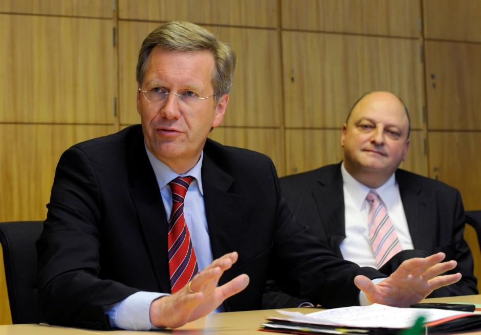 Niedersachsens damaliger Ministerpräsident Wulff Anfang 2010 mit seinem Sprecher Olaf Glaeseker.
