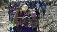 Tausende auf Balkan-Route unterwegs