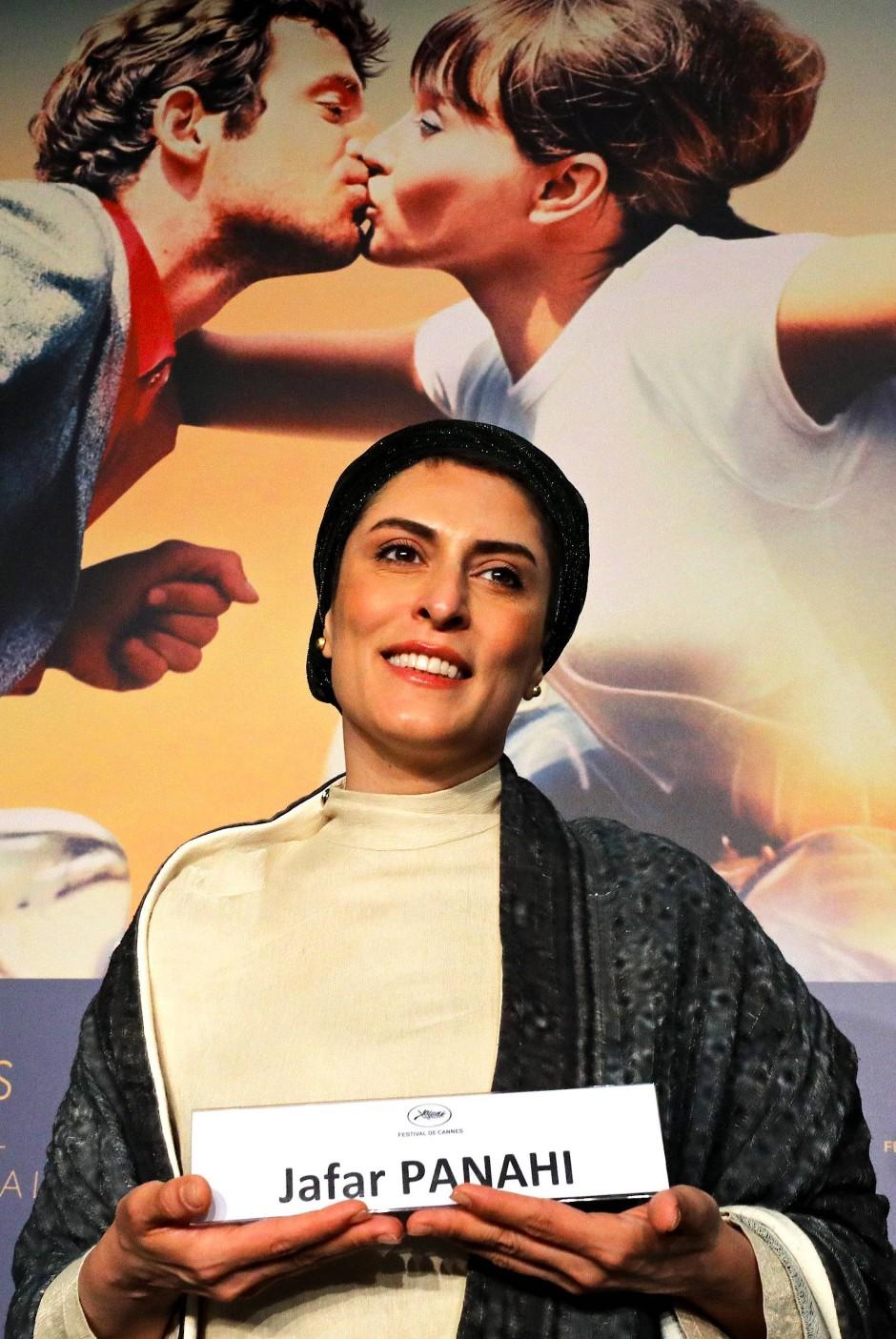 """Der andere Abwesende: Schauspielerin Behnaz Jafari vertritt Jafar Panahi bei der Vorstellung des Films """"Three Faces""""."""