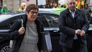 Kramp-Karrenbauer aus Krankenhaus entlassen