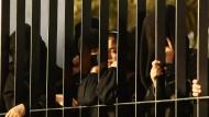 Frauen und Mädchen warten in der saudischen Hauptstadt Riad.