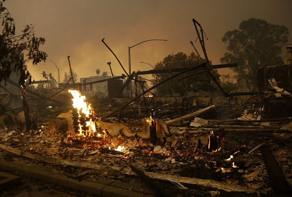 Die Überreste eine abgebrannten Gebäudes in Santa Rosa