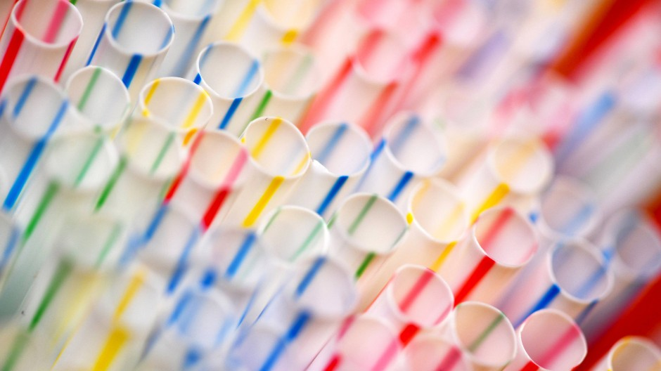 Einmalplastik, wie diese Strohhälme, wurden bereits von der EU verboten.