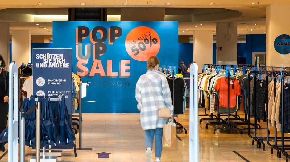 """Auf unbestimmte Zeit im Nordwestzentrum: das P&C-Outlet """"Pop Up Sale Fashionow"""""""