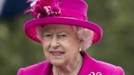 Diese Bild ist zwar noch von Mitte 2016, aber der Queen soll es auch jetzt wieder gut gehen. Nur in der Öffentlichkeit zeigte sie sich bisher noch nicht.