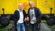 In Würde ergraut: Klaus Eberhartinger und Thomas Spitzer, die beiden Chefs der Ersten Allgemeinen Verunsicherung, 2018 in Frankfurt