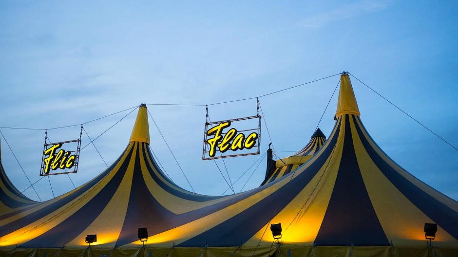 Leicht verletzt: Während einer Zirkusvorstellung stürzt in Kassel ein Artist aus einem sogenannten Todesrad (Symbolbild).