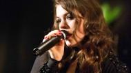 Schmidt lasziv bei ihrem Berliner Konzert