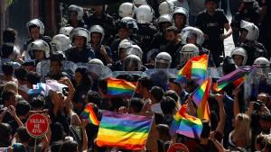 Polizei löst verbotene Gay-Pride-Parade in Istanbul auf