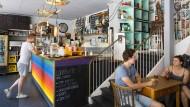 Das Willi in Tübingen ist ein Möbelcafé: Das Mobiliar, das das Kaffeetrinken hier so gemütlich macht, kann auch mitgenommen werden.