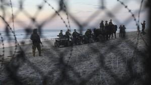 Soldaten dürfen nicht auf illegale Einwanderer schießen