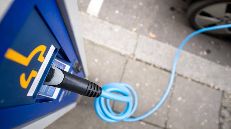 Eine Ladesäule für Elektroautos in Stuttgart.