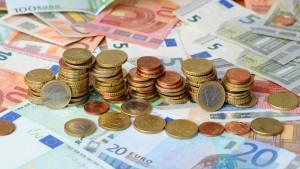 Rentner werden 800.000 Euro Bargeld gestohlen