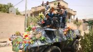 Irakische Sicherheitskräfte feiern die Rückeroberung Falludschas.