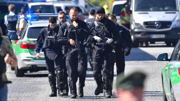 Polizistin nach Schießerei in Lebensgefahr