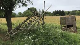 Unbekannte zerstören Dutzende Hochsitze