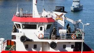 Von Migranten gekapertes Boot in Valletta angekommen