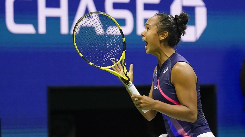 Leylah Fernandez jubelt über ihren Sieg.