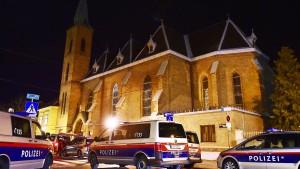 Fünf Mönche bei Überfall auf Kirche verletzt