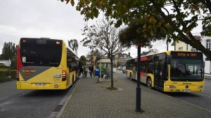 Busfahrer setzt nach Messerattacke Fahrt trotz Verletzungen fort