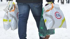 Umweltbundesamt: Verlangt Geld für Plastiktüten