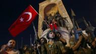 Der Kampf zwischen türkischer Polizei und der Armee geriet beim Putschversuch außer Kontrolle.