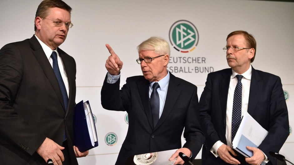 Reinhard Grindel, DFB-Schatzmeister, Reinhard Rauball, 1. Vizepräsident des DFB, und Rainer Koch, ebenso Vizepräsident, am Freitag in Frankfurt (v.l.n.r.)