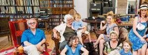 Vier Generationen unter einem Dach: Dieses Wohnmodell, das hier in einer Wohngemeinschaft in Eyach noch gelebt wird, ist in Deutschland immer seltener.