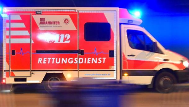 Zehn Menschen bei Autounfall verletzt worden