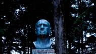 Die Büste des Faschisten im Garten der Villa Carpena, die heute als Museum fungiert