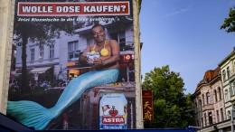 Astra hängt Plakate nach Rassismus-Vorwurf ab