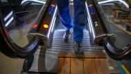 Auch Arbeitnehmer der Fahrstuhl- und Fahrtreppensparte von Thyssen-Krupp lassen sich beraten.