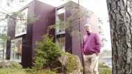 Das Holzhaus auf dem Eiszeitfelsen