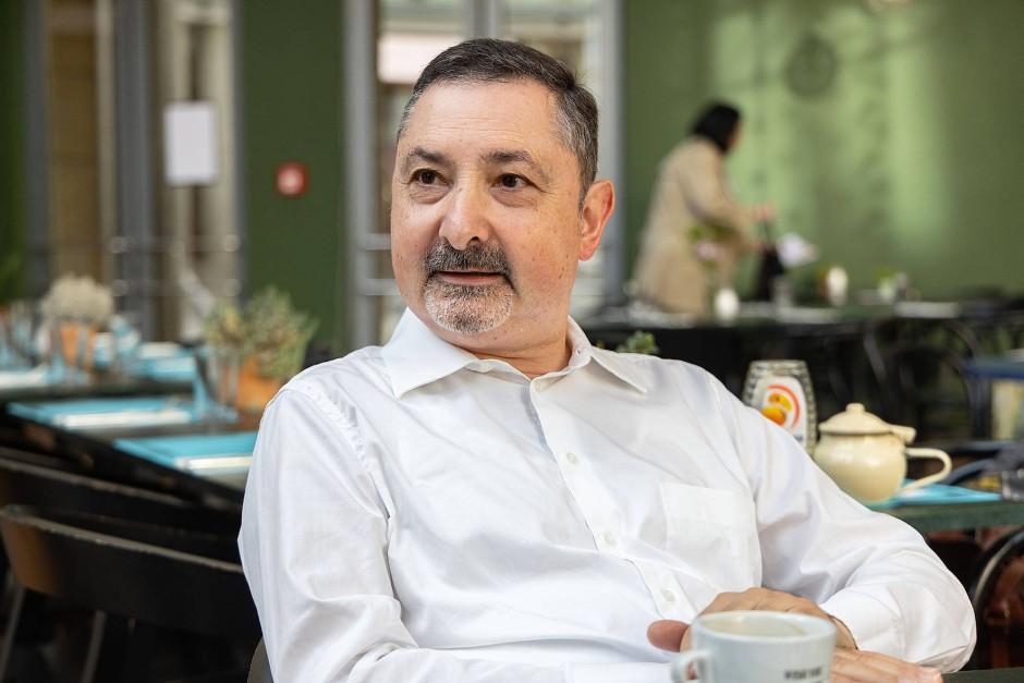 Christian Wanek während der Diskussion im Frankfurter Schirn Café. Er hat einen österreichischen Vater, ist aber komplett in Deutschland aufgewachsen.
