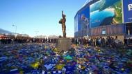 Fans von Cardiff City trauern am 2. Februar um den vermissten Fußballer Emiliano Sala.