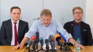 Widersprüche: Meuthen im Juli 2016 bei der Verkündung seines Fraktionsaustritts, rechts von ihm sitzt Fiechtner.