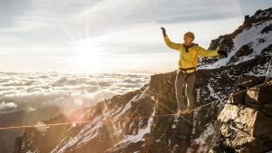 Stephan Siegrist stellt Weltrekord im Highlining auf