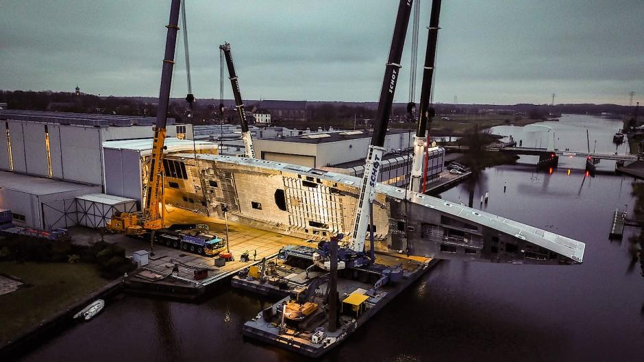 Zu lang für die bereits vergrößerte Werft-Halle: Project 400.