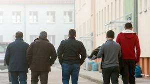 Opfer rechter Gewalt dürfen bleiben