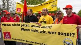 Opelaner demonstrieren gegen mögliche Stellenstreichungen