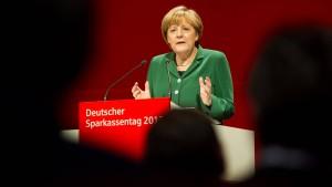 Merkel: Für Deutschland müssten Zinsen höher sein